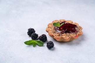 Пирожное «Корзиночка» с ежевикой 120 г