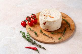 Сыр «Имеретинский особый» с красной аджикой