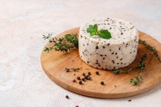 Сыр «Имеретинский особый» с кунжутом